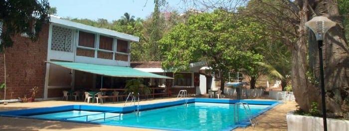 bamboo-motels-goa-pool