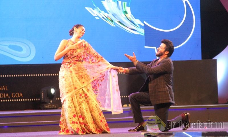 IFFI 2015-anil-kapoor-and-aditi-rao-hydari-perform-361345