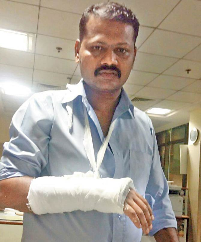 The Immigration officer Deepak Chavan who got hurt in the fight blames passenger for hitting him