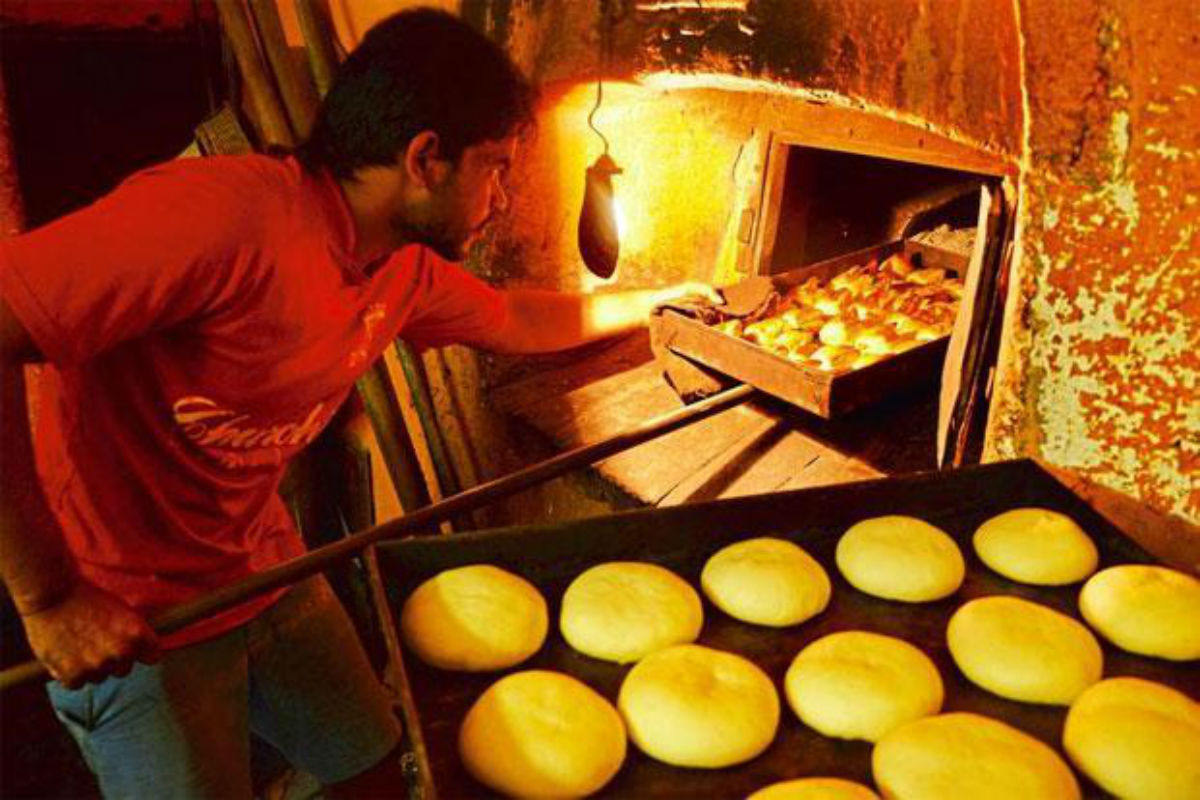 Poder the bread-maker of Goa is working