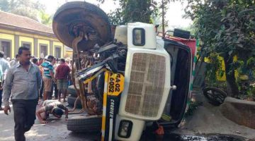 Fatal Accident in Bicholim, Two Wheeler Rider Killed on the Spot as Truck Turned Turtle due to break failure