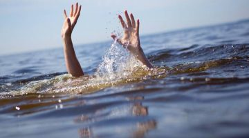 SEVEN STUDENTS AND A PROFESSOR OF ENGINEERING COLLEGE DROWNED IN SINDHUDURG OUT OF TOTAL 45 STUDENTS VENTURED INTO THE SEA, CLAIMS SOURCES