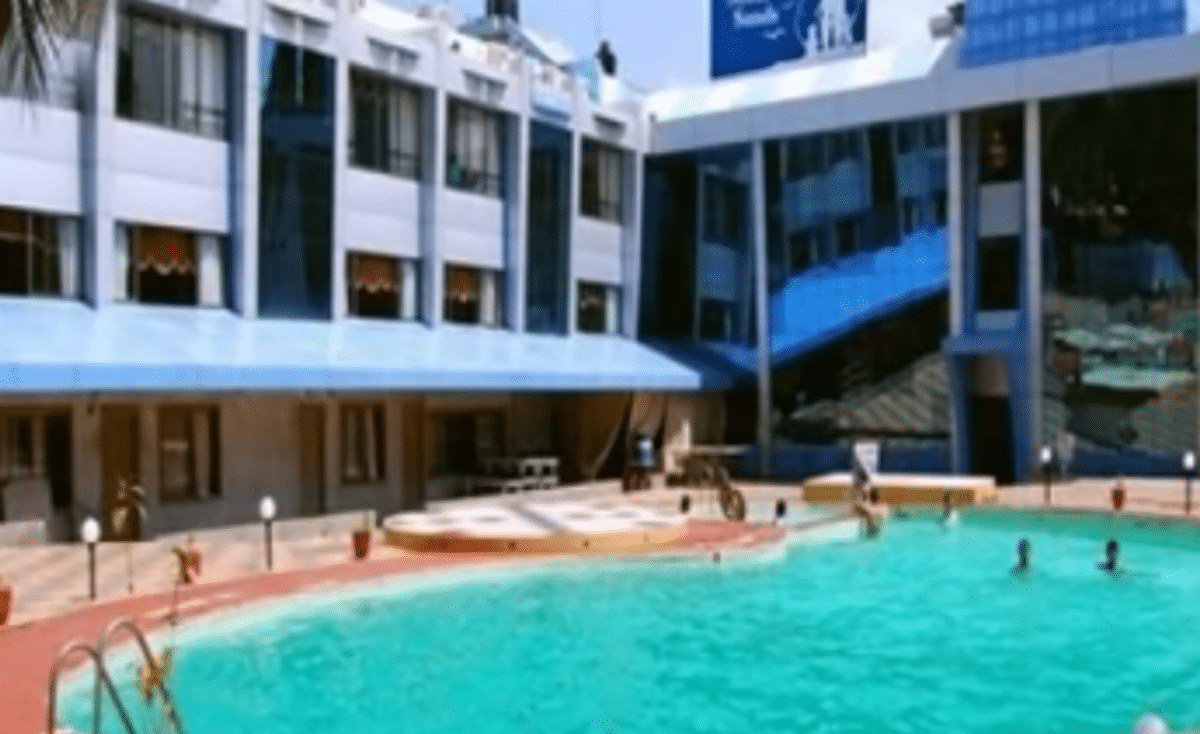 17 year old tourist from bangalore drowned in the swimming Bangalore resorts with swimming pool