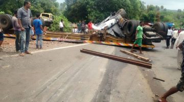 DEADLY ACCIDENT AT NAIBAG – PERNEM IN NORTH GOA, TWO YOUTH KILLED ON THE SPOT, PEOPLE STAGED RUCKUS ON THE ROAD, BLOCKED TRAFFIC
